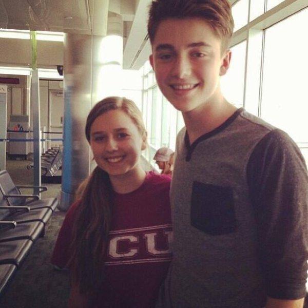 Greyson Chance à l'aéroport de Los Angele avec une fan