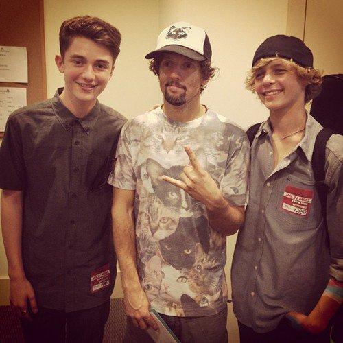 Greyson Chance, Jason Mraz, et Cody Lovaas après le spectacle de Jason
