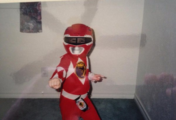 "Greyson à poster cette photo en disan "" #TBT to my glory days when I was fighting crime. Happy Halloween!! ""  Traduction en francais "" # TBT à mes jours de gloire quand je me battais crime. Happy Halloween!"""
