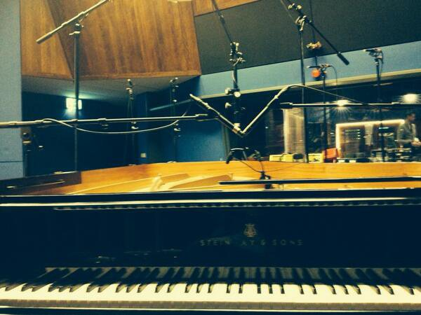 "Tweet De Greyson "" time for the live pianos"" Francais ""temps pour les pianos vivants #PLANETX"""