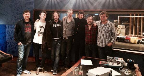 "8.04.2014. Tweet de Greyson "" my holland + uk insomniacs that have helped me finalize PLANETX ""  Francais ""mon holland + uk insomniaques qui m'ont aidé à finaliser PLANETX"""
