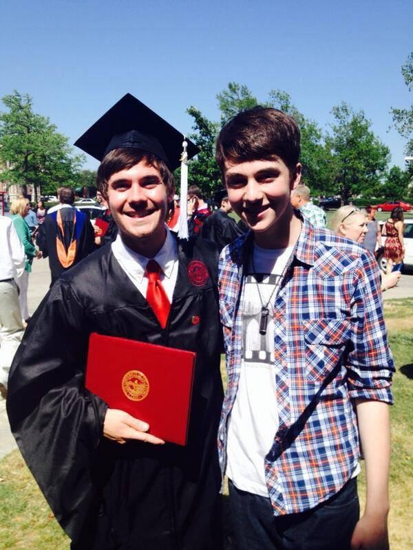 "-congratulations @tannerbchance   -félicitations @ tannerbchance "" Greyson et son frere Tanner"