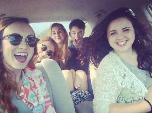 Greyson, Claire, Alexa, Alison, et Madge