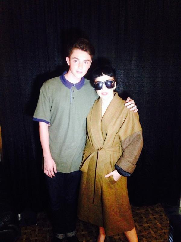 "Tweet de Greyon "" .@ladygaga and i tonight in dallas , TX ""  "" .@ladygaga et j'ai ce soir à dallas, TX """