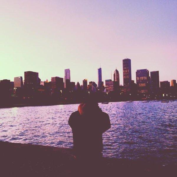"""Greyson a poster cette """" lac photo avant avec la ligne d'horizon de chicago"""