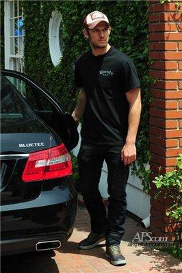 Photo avec sa voiture et au resto :D