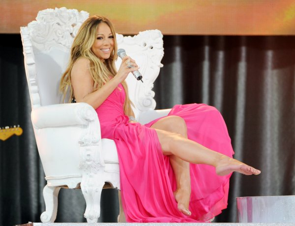 venez voir mon blog sur les pieds des femmes et la domination féminine (image:Mariah Carey ma chanteuse préférée <3)
