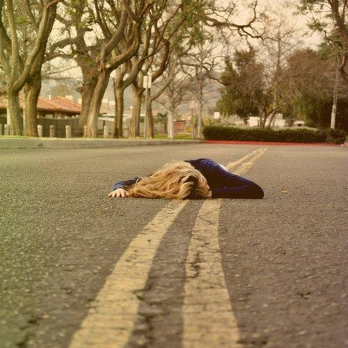 J'perds pied, jm'enfonce , y'a plus rien qui me soutient.
