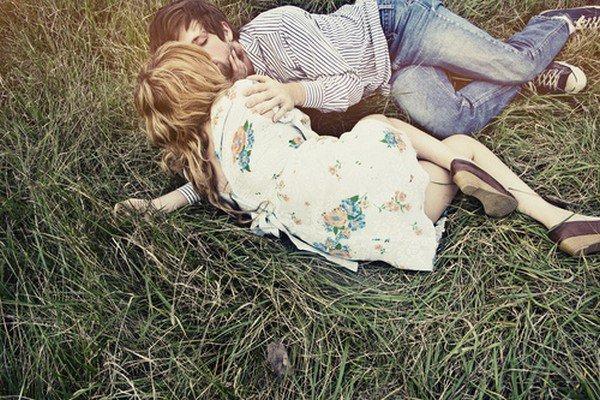 C'est bête les femmes ; une fois qu'elles ont l'amour en tête, elles ne comprennent plus rien. Il n'y a pas de sagesse qui tienne, l'amour avant tout, tout pour l'amour !