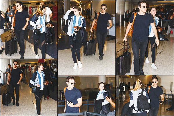 """. """"""""◈ 19/03/17 ◈""""""""-  Melissa Benoist en compagnie du beau Chris Wood étaient à l'aéroport de Lax à Los Angeles ! Les deux tourtereaux retourne à Vancouver après un petit séjour à Los Angeles. J'aime beaucoup la tenue décontracté de Melissa, c'est un top! Avis ?  ."""