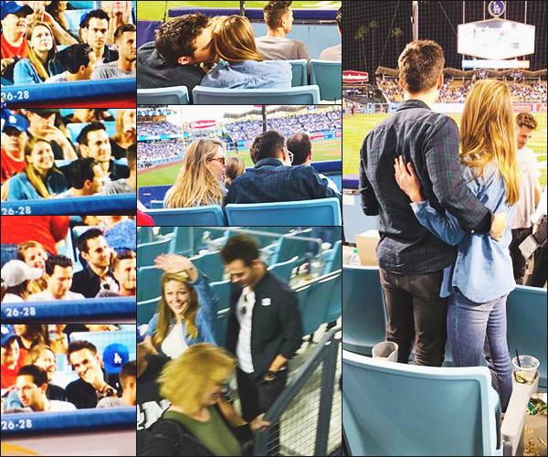 .29/04/17 ►  Mélissa et Chris Wood était présent lors d'un match de Baseball des Dogers à Los Angeles  Plus complice que jamais, les deux tourtereaux on l'air de bien s'amuser ensemble, très jolie photo du petit couple, je les adore ensemble!  Vos Avis ? .