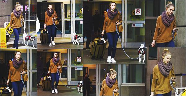.27/11/16 ► Mélissa Benoist a été vu à l'aéroport en compagnie de son adorable petit chien à Vancouver Petite mine pour Mélissa qui n'as pas l'air de vouloir se faire photographier, cependant j'aime beaucoup sa tenue qui est assez simple, c'est un top Avis ? .