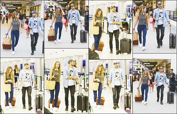 .29/07/17 ► La belle Melissa Benoist était en compagnie de Chris Wood à l'aéroport de Los Angeles  Melissa nous offre un jolie candid, j'aime beaucoup la voir avec chris et sa tenue est très jolie même si elle est simple cela lui va très bien! Avis ? .