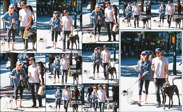 .26/08/17 ► Melissa en compagnie Chris en petite promenade avec leurs chiens respectif à Vancouver  Les candid de Mel font toujours plaisir surtout quand elle est avec Chris, petit tenue sportif pour la belle. Ils sont trop mignon ensemble. Vos Avis ? .