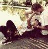 Tu m'énerves. Je t'énerve. Mais il parait que c'est normal, que les amoureux doivent s'énerver pour se dire ce qu'ils ont sur le coeur, pour se confier, pour se livrer, se délivrer. Oui, il parait. J'y crois. Parce qu'on dit aussi que l'amour bat tout. L'Amour, avec un grand A, seulement. Et si notre Amour, est avec un grand A, alors nos disputes seront avec une grande réconciliation. Je t'aime. Je ne cesse de me répéter, de te le dire, te le crier. Je t'ennuie presque de mon amour, je t'étouffe, je te retiens, te rattrape, t'éloigne, te raccroche, mais jamais ne te lâche. Parce que j'ai peur, du sans toi. Peur de vivre sans toi, d'aimer sans toi, de croire sans toi, d'imaginer, sans toi... Peur de te perdre, définitivement. Je ne te lâcherai jamais. Je joue à l'élastique, seulement. Je t'éloigne, pour te prouver à quel point je tiens à toi, à quel point on peut s'éloigner sans casser. L'élastique ne craquera pas, je le relâcherai toujours à temps, pour te prouver que, bien que je tiens à toi fortement, je ne peux pas vivre sans toi. Que, malgré que parfois tu m'étouffes, je ne m'imagine plus sans toi. Je te le répètes une dernière fois, juste pour que tu ne l'oublies pas : Je t'aime.