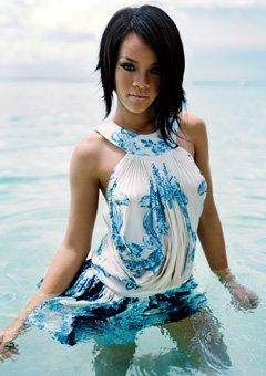 Rihanna : elle accepte que Chris Brown l'approche !