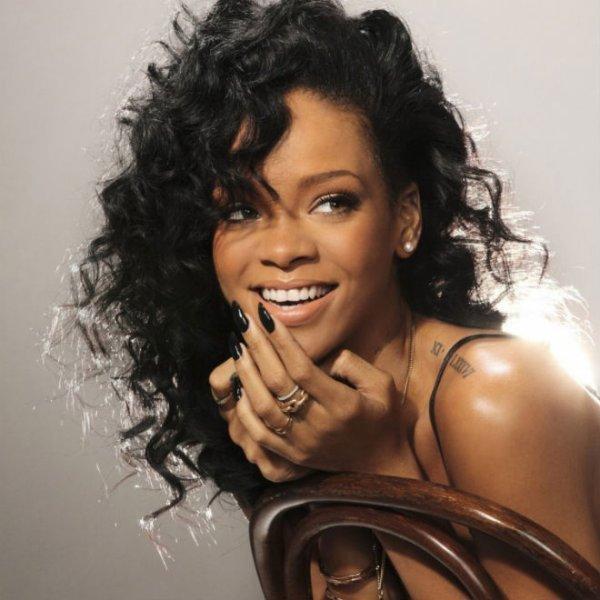 """Rihanna s'excuse après l'annulation de plusieurs concerts : """"Je suis triste et déçue"""""""