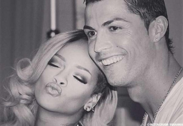Ronaldo, groupie de Rihanna La chanteuse et le footballeur immortalisent leur rencontre