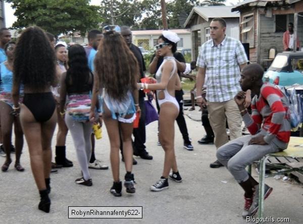 Rihanna En vacances à la Barbade, se lâche complètement !