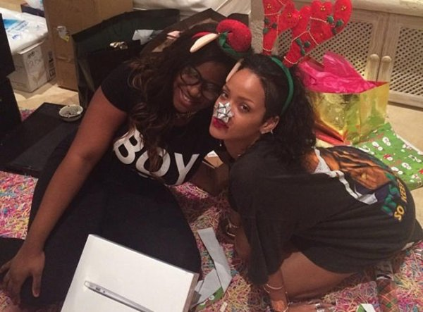 Rihanna fête Noël déguisée en renne sexy Sa soirée de Noël en direct live