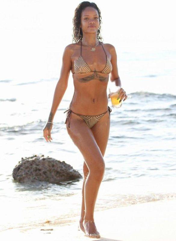 Rihanna, bombe à la plage : Bière et jet-ski, elle s'éclate en vacances