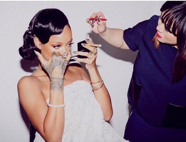 Rihanna : Son prochain album sera conçu pour les clubs ,  Rihanna : Une sexy Top Chef aux fourneaux pour le réveillon