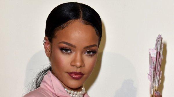 Rihanna cree sa propre marque de cosmetic !!!