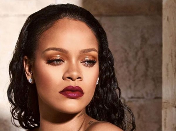 c506d4cb348ec La chanteuse américaine Rihanna a été longtemps en couple avec Chris Brown.  Cette dernière était tellement amoureuse au point où elle envisageait même  avoir ...