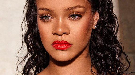 Rihanna: révolutionner la mode pour que les femmes soient confiante