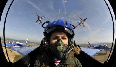 un  pilote de la patrouille de france 2011  un de mes futur colègues