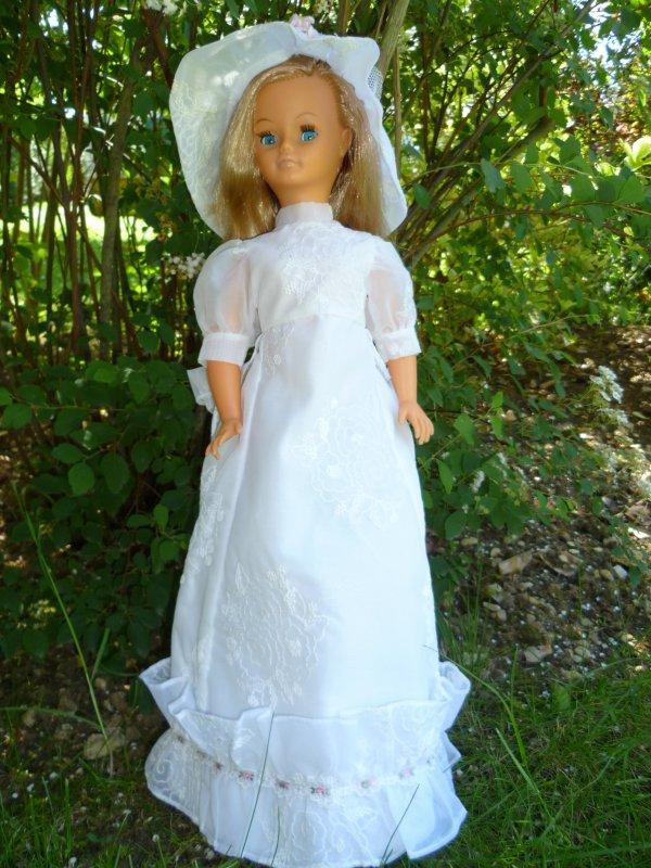 Cathie Collants Gris en Tenue de Mariée 1972