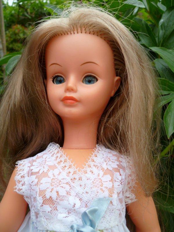 Cathie en Tenue Violette 1973