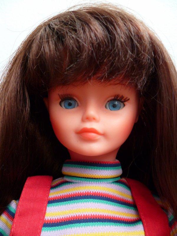 Ma Nathie brune aux yeux bleus