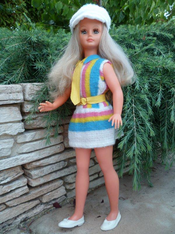 Cathie en tenue de Présentation 1967