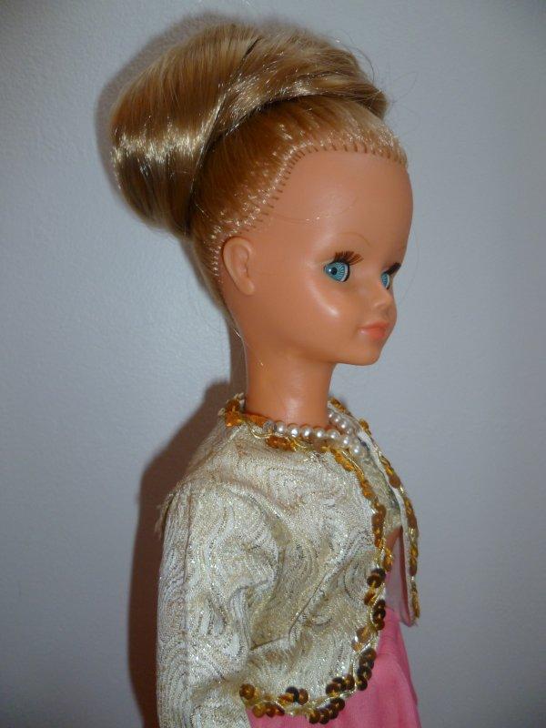 Cathie en Tenue Régine