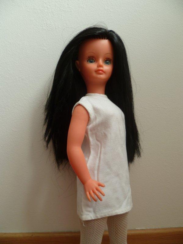 Petite robe intriguante dans l'armoire de Cathie..