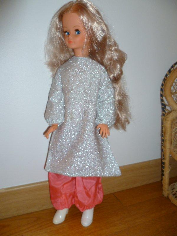Cathie paresse,en tenue orientale