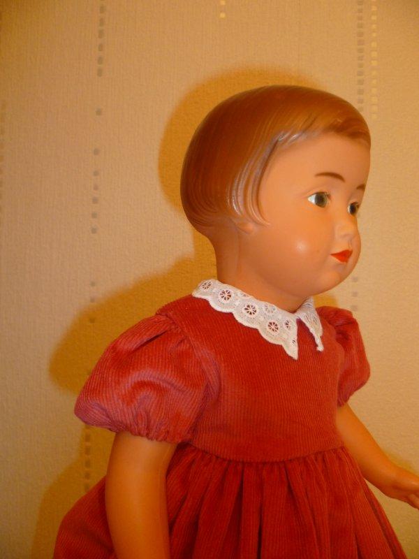 Françoise est heureuse de sa robe de Fêtes!