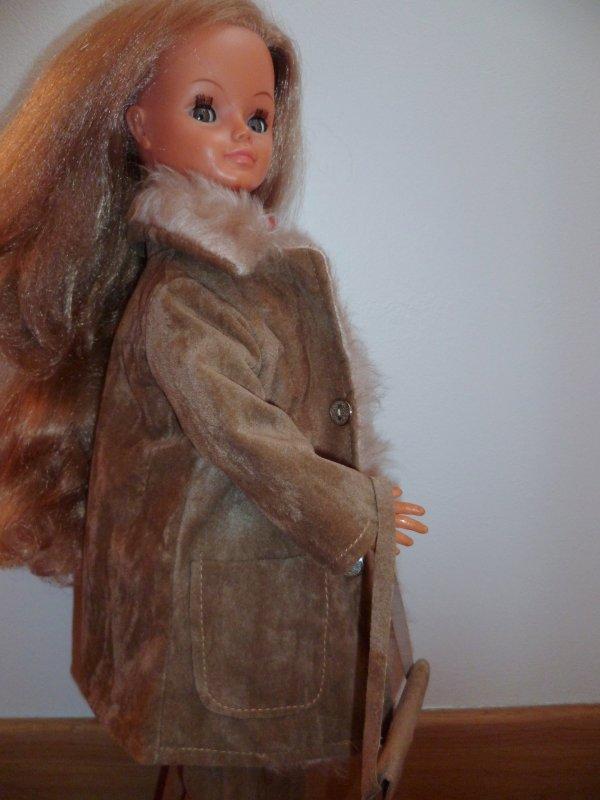 Cathie en Tenue Capucine 1973