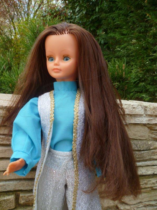 Cathie réimplantée en tenue Sari 1970