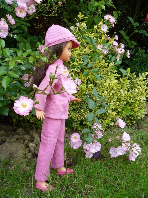 Le cadeau de mes enfants:Cathie jambes raides en tenue Mao