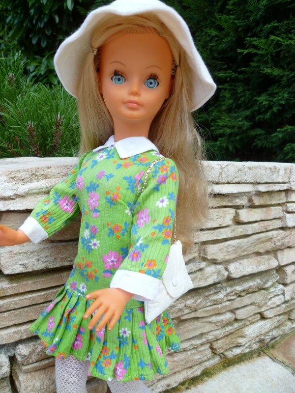 Bon dimanche à vous..Ma Cathie en soins a retrouvé sa tenue d'origine!