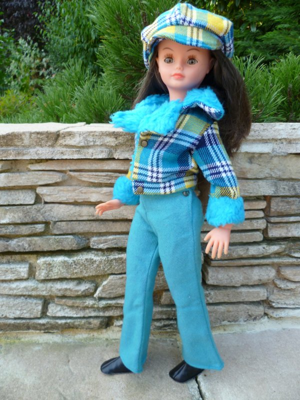 Cathie,en tenue Lilas,vous souhaite un bon weekend