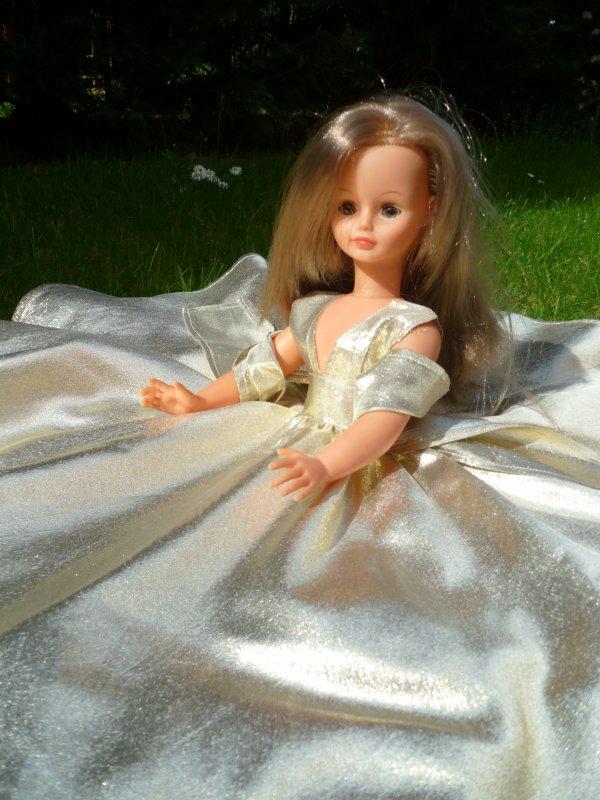 Toute d'Or vêtue:Cathie,en tenue Nuage 1974