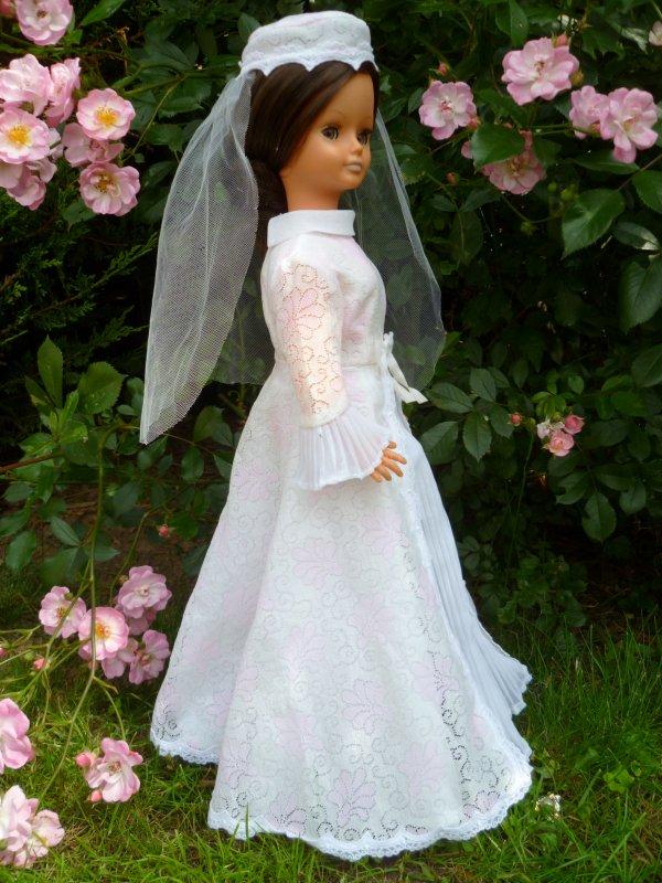 Cathie en tenue de Mariée 1975