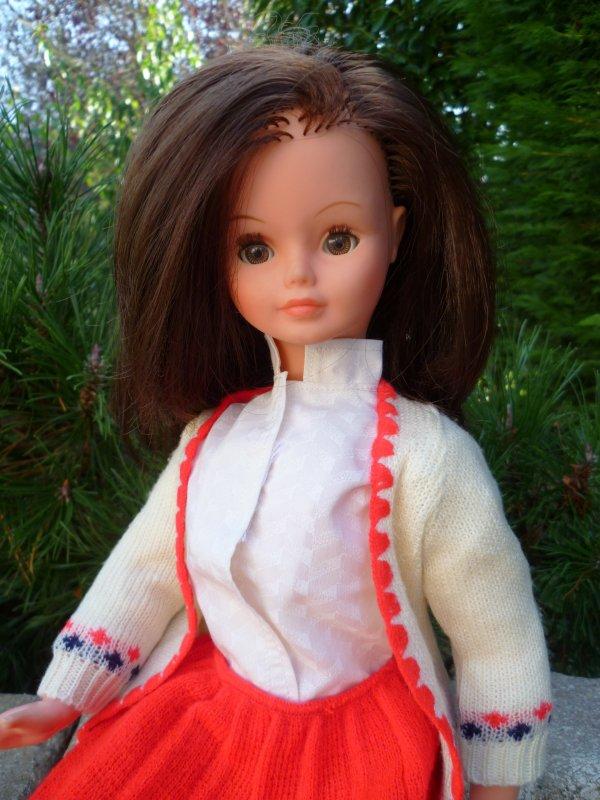 Cathie,en tenue Florence 1982 reprend le chemin du boulot..