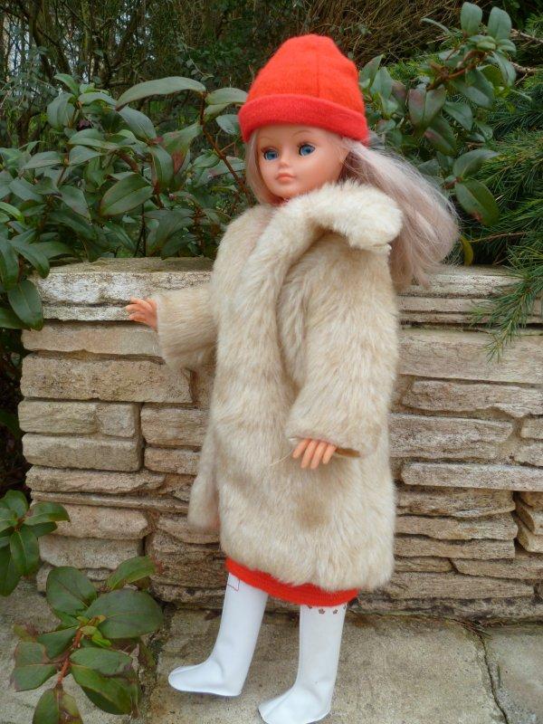 Glacial aujourd'hui! Cathie s'est risquée dehors en tenue Jonquille..
