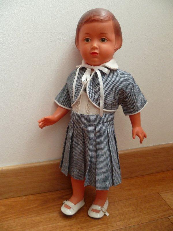Une nouvelle tenue pour Françoise.