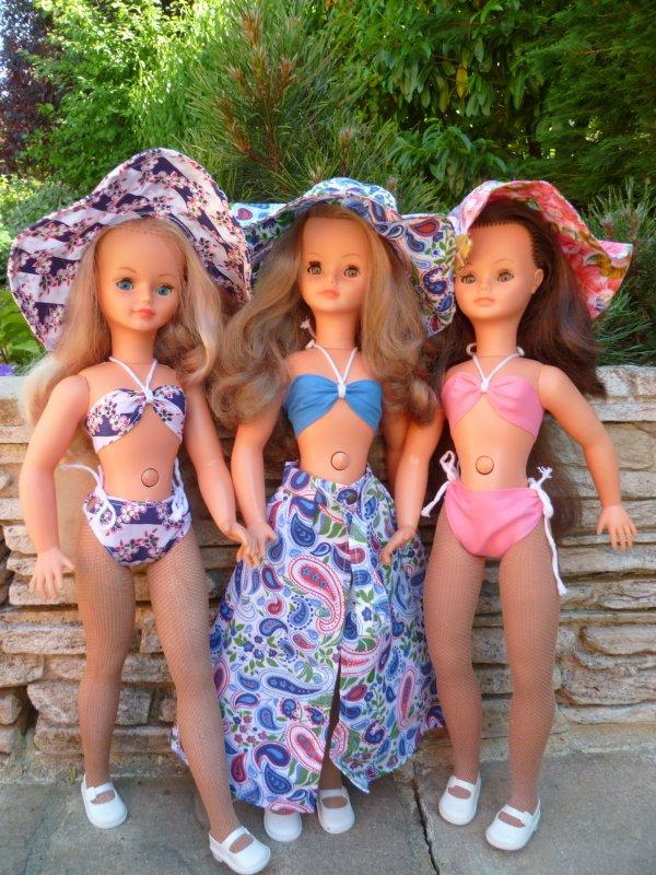 Les  Petites se dénudent...