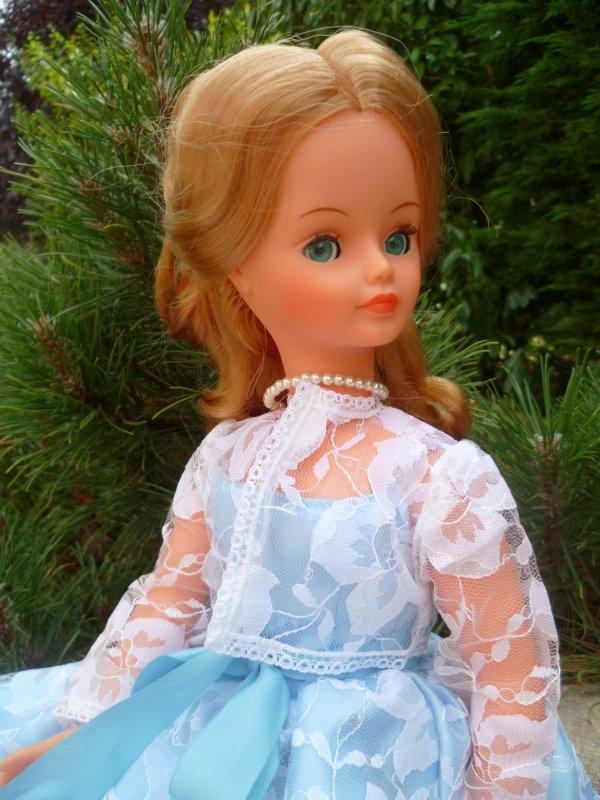 Cathie Nathie,en Robe de Soirée